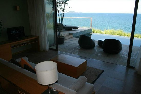 Mia Resort Nha Trang: Suite lounge & pool