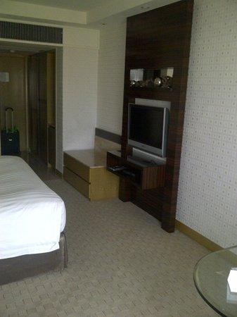 Royal Park Hotel: TV area