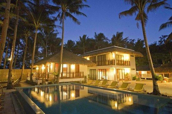 Rieseling Boracay Beach Resort: HOTEL EXTERIOR