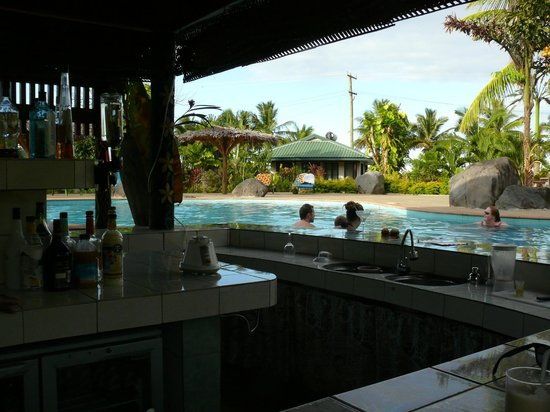 أموا ريزورت: Pool Bar