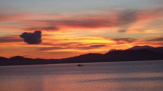 Gaya Island Resort: Sonnenaufgang um 06.00