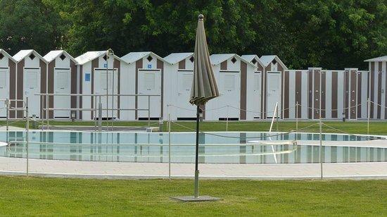 Cusago, İtalya: piscina