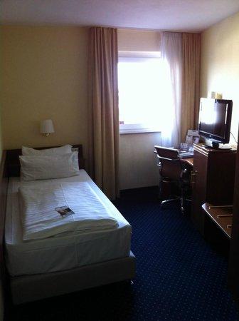 Best Western Savoy Hotel: Room