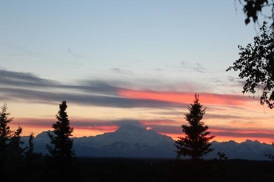 Denali Overlook Inn: Sunset from the Cabin loft!