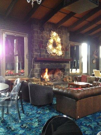 Wallace Pub: Fireplace