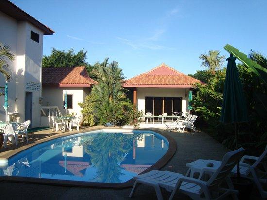 Sansuko Ville Bungalow Resort: Pool view room