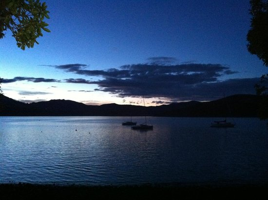 Akaroa on the Beach: Gorgeous view right on the water's edge