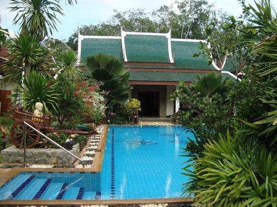 Baan Malinee Bed and Breakfast: Pool