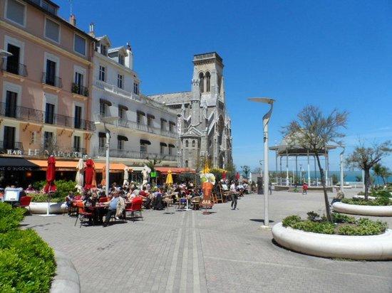 La Côte des Basques : Town square restaurants
