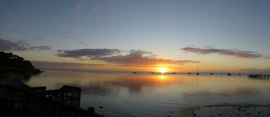 Kangaroo Island Seaview Motel: Sunrise over the bay