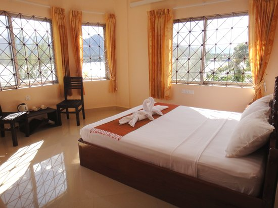Kampot Riverside Hotel: Deluxe King Room