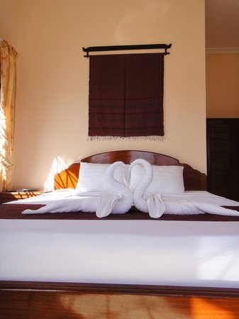 Kampot Riverside Hotel : Deluxe Rooms with Queen and King Sized Beds