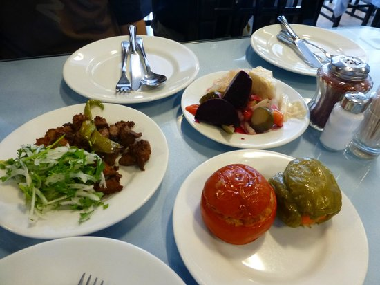 Kanaat Lokantasi : ビベル(ピーマン)ドマテス(トマト)の詰め物。冷たくて美味しかった!