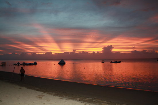 Robinson Crusoe Island Resort: Beautiful sunset at RCI