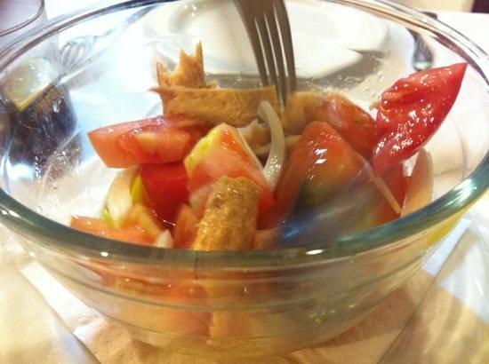 Taperia El Arenal: ensalada tomate arenal