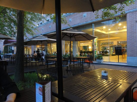 Mayfield Hotel : 中庭カフェ