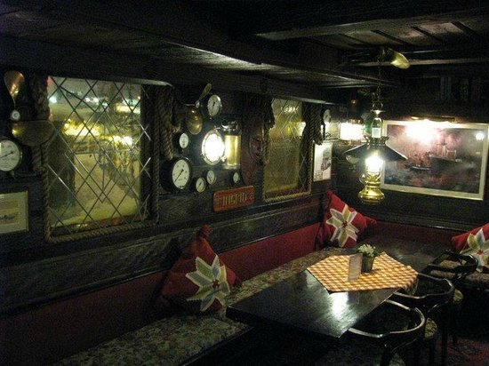 The Red Boat Hotel & Hostel: Inside of the boat