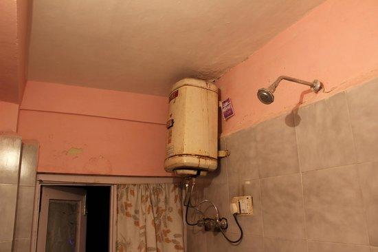 Hotel Hema Holiday Home : dirty bathroom