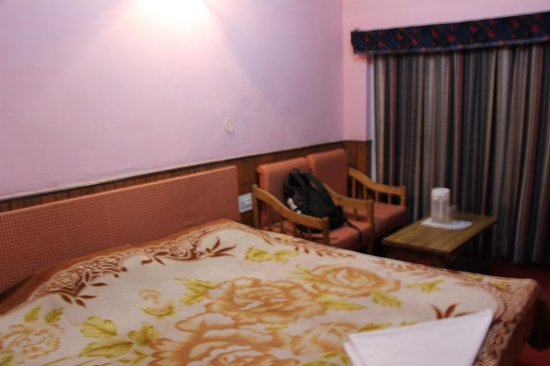 Hotel Hema Holiday Home : one room covered with blanket