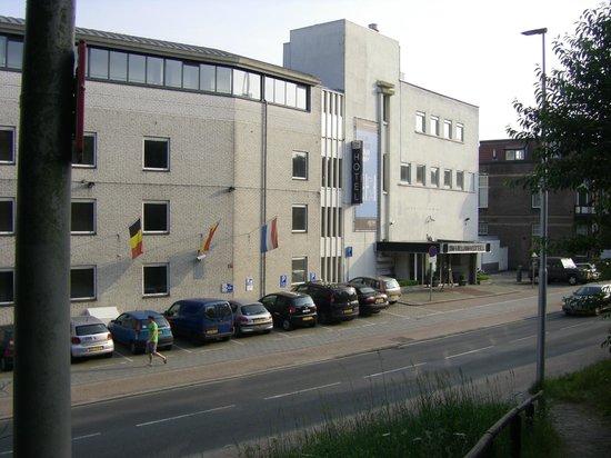 NH Arnhem Rijnhotel : hoofdingang hotel