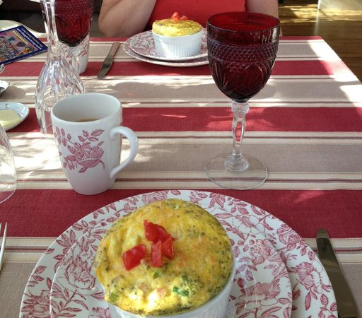 England House B&B: Souffle for breakfast - amazing!