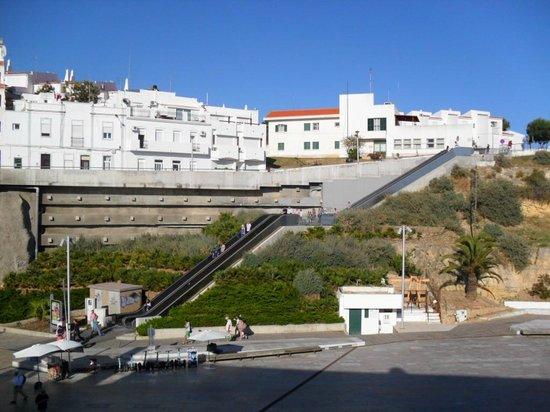Edificio Albufeira Apartments: The new escalator