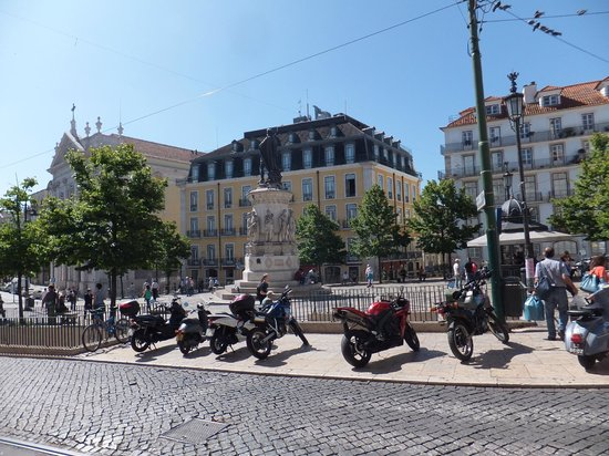 Bairro Alto Hotel: Hotel from across the Square