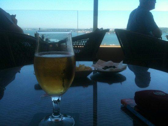 Bairro Alto Hotel: Roof top bar