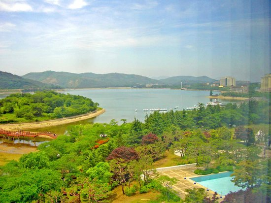 Hilton Gyeongju: lake view from guestroom