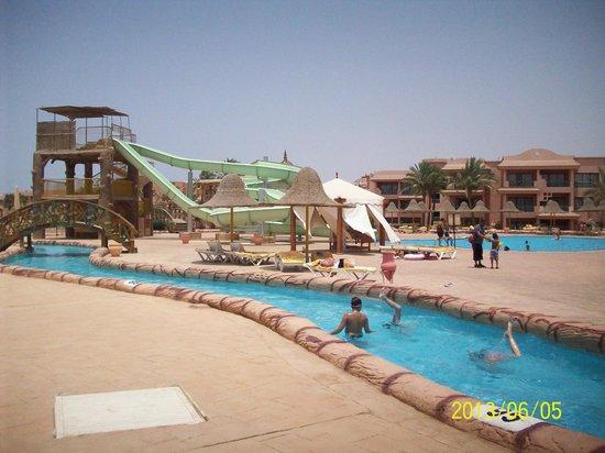 Parrotel Aqua Park: slides and lazy river
