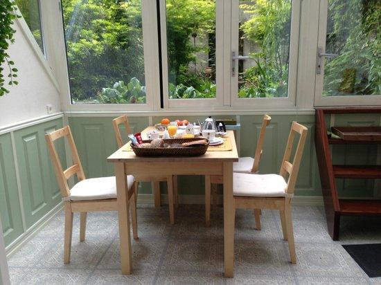 Parkzijde Bed & Breakfast: The breakfast area of the Garden Room