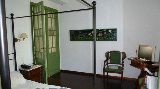 Μετόχι Γεωργιλά: Schlafbereich mit Durchgang zum Wohnbereich