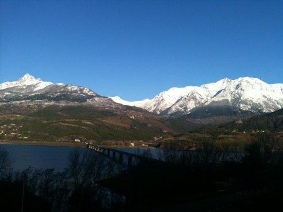 Hotel Les Chaumettes : Uitzicht op de bergen aan de overkant