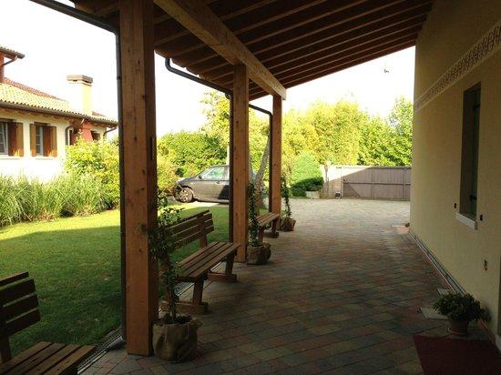 Gregory House: Outside