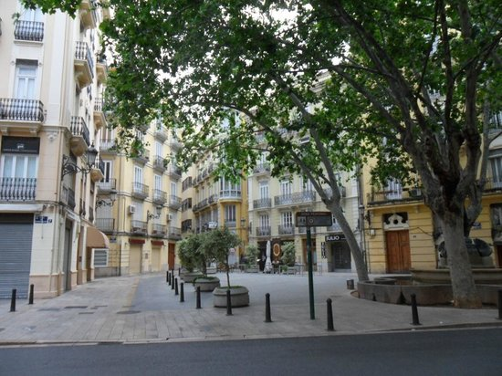 Catalonia Excelsior: the little square next to the hotel