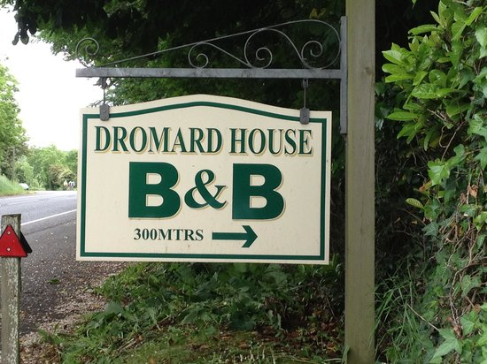 Dromard House Bed & Breakfast : Sign on the road