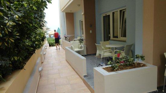 Hotel Despina: Rumsterassen och vägen ned til havet