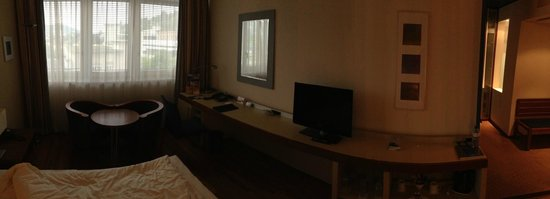 Radisson Blu Hotel, St. Gallen: the room (panorama photo)