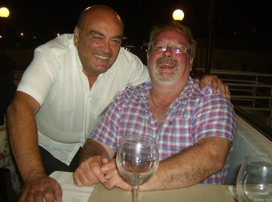 Acropolis Roof Garden Restaurant: Vangellis and Trevor having a fabulous time.
