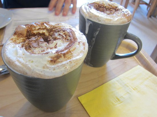Daisys Cafe: Hot chocolate with cream on top