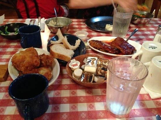 Paul Bunyan's Northwoods Cook Shanty: fried chicken and pork ribs