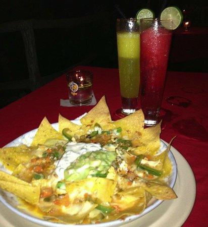 El Cactus Bistro and Bar : Nachos & Margaritas