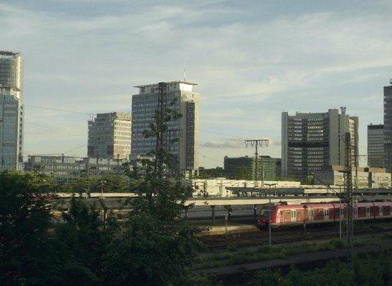 Ibis Essen Hauptbahnhof: Zimmeraussicht der Seite zum Bahngelände hin.