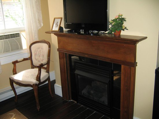The Mason Cottage Bed & Breakfast Inn : Davis Suite Sitting Area