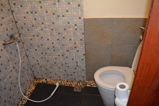Phasouk Residence: Joint toilet, shower, sink (off to the left)