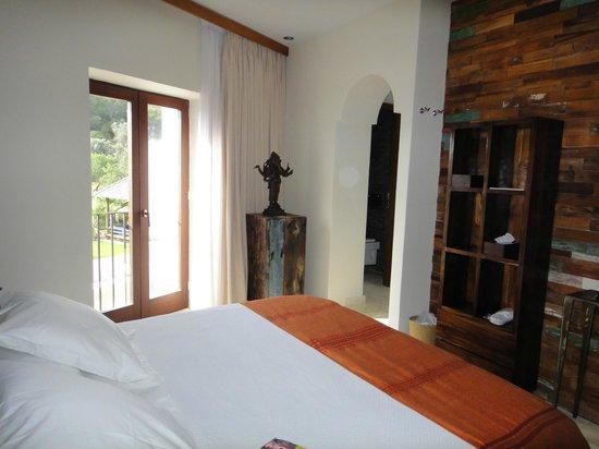 The Giri Residence: Almendra suite