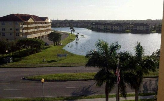 Hampton Inn & Suites Fort Myers - Colonial Blvd: My view from room 525