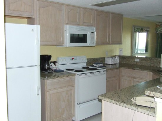 Hibiscus Oceanfront Resort: Nice Kitchen with everything you need