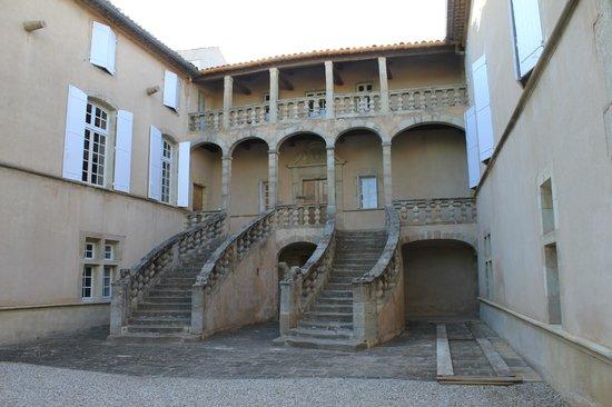 Château de Jonquières : Escalier en fer à cheval