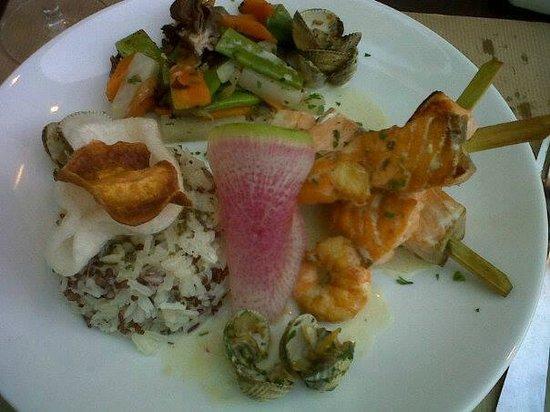 La Cocotte Felee : Brochettes de crevettes et saumon marinees au curry vert!